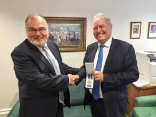 Британскому депутату вручена медаль «100-летие органов дипломатической службы Азербайджанской Республики»
