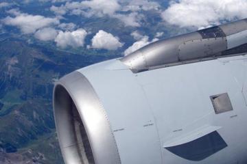 В Канаде Boeing-737 столкнулся с птицей и экстренно приземлился