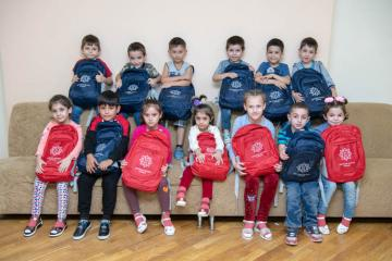 Фонд Гейдара Алиева подарил школьные принадлежности сиротам и детям из 17 тысяч малообеспеченных семей