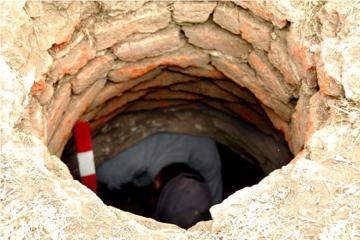 В Ширване мужчина утонул в канализационном колодце