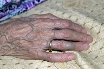 В Баку 70-летняя женщина найдена убитой в собственной квартире