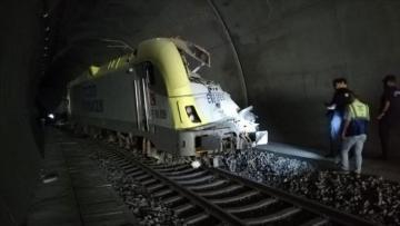 2 machinists killed as train derails in western Turkey