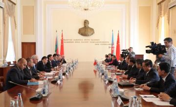 Novruz Mammadov meets with Chairman of the Standing Committee of the National People's Congress of China