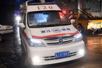 Çində sürücü yük maşınını kütlənin üstünə sürüb, 10 nəfər ölüb