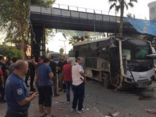 В Турции взорвался автобус с полицейскими, есть раненые