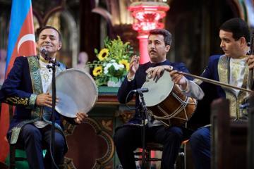 В старинной церкви в центре Страсбурга состоялся концерт мугама