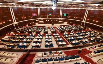 Parlamentin payız sessiyasının ilk plenar iclası başlayıb