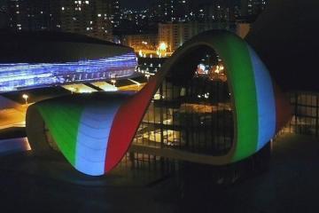 Heydər Əliyev Mərkəzinin binası üzərinə İtaliya bayrağının videoproyeksiyası İtaliyada böyük maraqla qarşılanıb