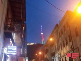 Тбилисская телебашня окрасилась в цвета флага Азербайджана