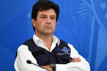 Braziliya prezidenti özünütəcrid siyasətinə görə səhiyyə nazirini istefaya göndərib