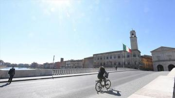 Italy reports 464 new deaths, continuing downtrend