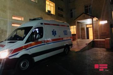 В Баку женщина с дочерью госпитализированы с ножевыми ранениями