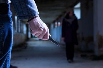 В Азербайджане мужчина перерезал жене горло