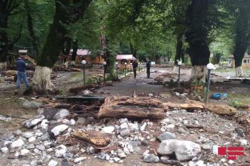 Сель затопил дорогу Исмаиллы-Габала, вода проникла в дома – [color=red]ФОТО[/color]