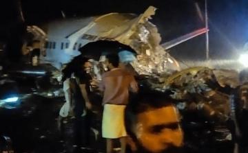 При жесткой посадке самолета в Индии погибли 14 человек - [color=red]ФОТО[/color] - [color=red]ВИДЕО[/color]