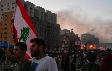 Beyrutda nümayişçilər iki nazirlik binasına daxil olub