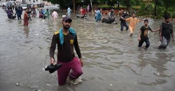 Более 60 человек погибли в Пакистане в результате дождей и наводнений