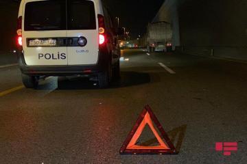 В Баку автомобиль сбил двух подростков