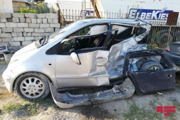 В Сумгайыте легковой автомобиль столкнулся с автобусом, есть погибший - [color=red]ФОТО[/color]