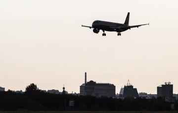 Самолет из Омска с Навальным на борту приземлился в Германии
