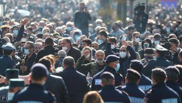 В Ереване проходит шествие с требованием отставки Пашиняна - [color=red]ВИДЕО[/color]