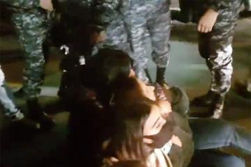 Ermənistanda baş nazirin istefası tələbi ilə oturaq aksiya keçirilib, saxlanılanlar var