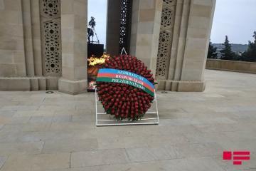Президент Азербайджана Ильхам Алиев посетил Аллею шехидов