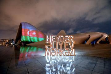 Центр Гейдара Алиева, «Пламенные башни» и Бакинский Олимпийский стадион окрасились в цвета  флага Азербайджана - [color=red]ФОТО[/color]