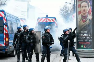 Полиция применила слезоточивый газ на акции протеста в Париже