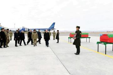 В Нахчыванском международном аэропорту состоялась церемония встречи шехидов - [color=red]ФОТО[/color]