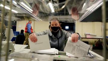 Верховный суд США отказался рассмотреть иск Техаса об итогах выборов в ряде штатов