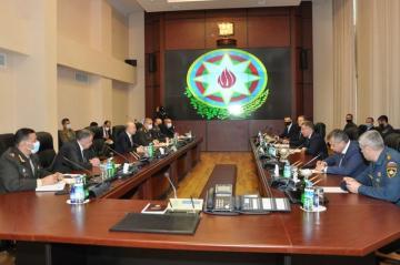 Министр Кямаладдин Гейдаров встретился с делегацией во главе с главой МЧС России Евгением Зиничевым