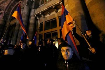 İrəvanda etirazçılar hökumət evi binası qarşısında gecələyəcəklər