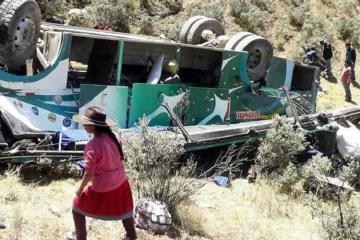 Boliviyada avtobusun uçuruma düşməsi nəticəsində 12 nəfər ölüb