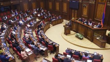 Парламент Армении отказался рассмотреть отмену военного положения