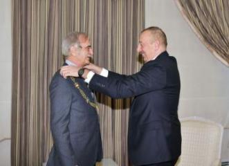 """Prezident İlham Əliyev Polad Bülbüloğluna """"Heydər Əliyev"""" ordenini təqdim edib"""