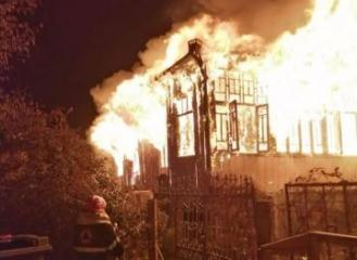 6 people,including 2 adults killed in house fire in Georgia