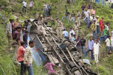 Hindistanda avtobus dərədən aşıb, 7 ölü, 40 yaralı var