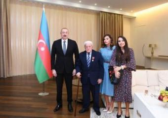 """Azərbaycan Prezidenti Xalq artisti Əlibaba Məmmədova """"Şərəf"""" ordenini təqdim edib"""