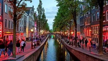 Амстердам может потерять треть туристов из-за запрета каннабиса