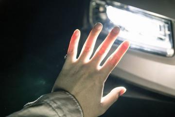 В Баку автомобиль сбил женщину на пешеходном переходе