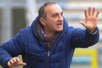 В Италии главный тренер ударил футболиста - [color=red]ВИДЕО[/color]