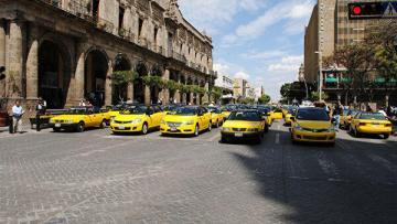 В Мехико произошли столкновения таксистов с полицией