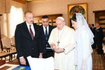 Prezident İlham Əliyev Vatikanda Papa Fransisk ilə görüşüb