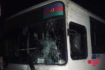 В Баку автобус столкнулся с грузовиком