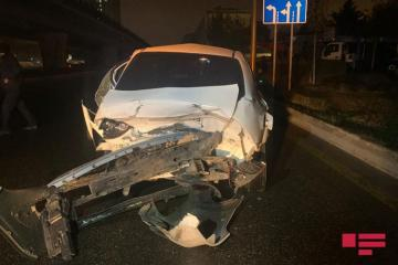В Баку столкнулись два автомобиля, пострадала пассажир – [color=red]ФОТО[/color]