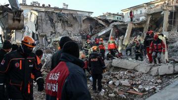 Число пострадавших при землетрясении на востоке Турции выросло до 50