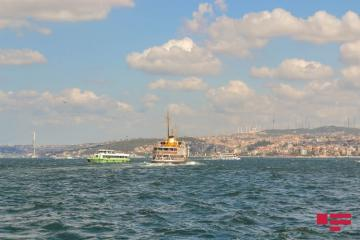В Баку на территории бульвара упал в море один человек