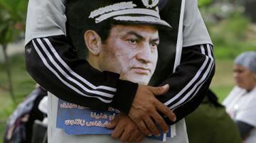 Мубарака похоронят с воинскими почестями