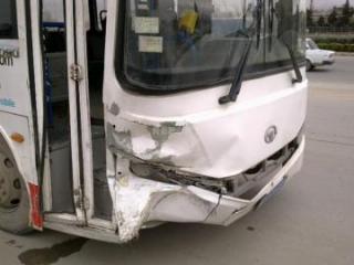 В Баку столкнулись автобусы, есть пострадавшая